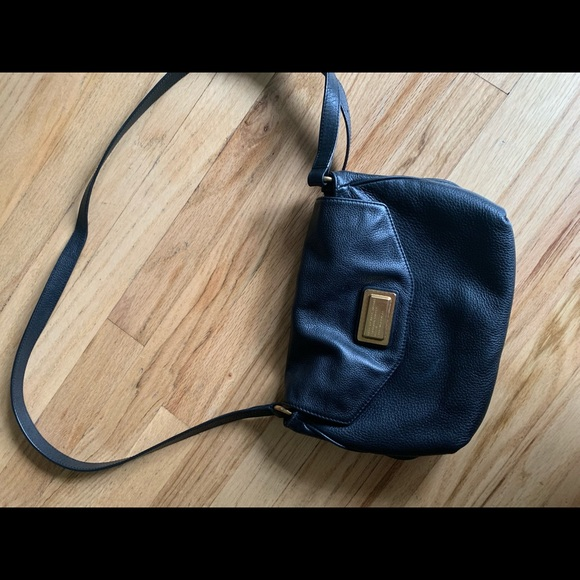 Marc Jacobs Handbags - Marc Jacobs Black Purse Leather
